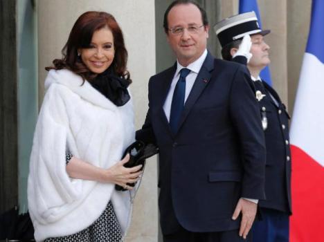 La Presidenta argentina se encuentra con el Jefe de Estado francés.  Hace dos horas.
