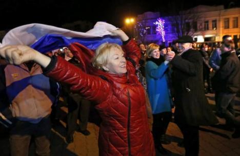 Una concentración para festejar la reunificación de Crimea con Rusia, en la plaza de Lénin en Simferópol, Efe