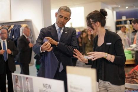 El entretenimiento de Obama mientras incendia el mundo.