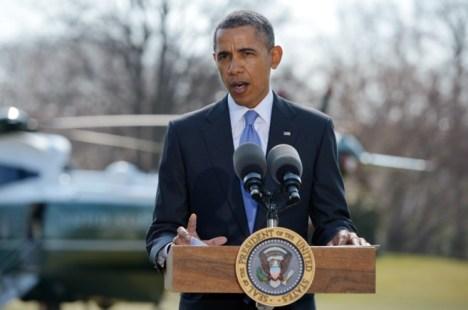 El jefe del Imperio, Barack Obama, en los jardines de la Casa Blanca, anunciando más sanciones contra Ruisia.  Foto: MANDEL NGAN/AFP.