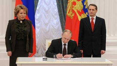 Presidente ruso firma la ley mediante la cual se promulga la incorporación de Crimea y Sebastopól a Rusia.