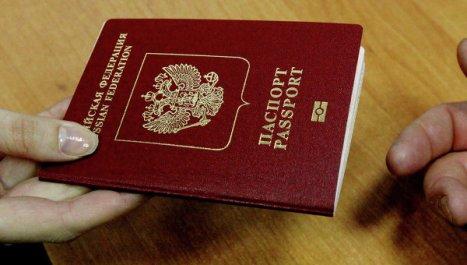 Ucrania planea exigir visados a naturales de Rusia.