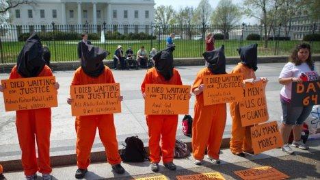 El presidente Barack Obama no ha podido cumplir la promesa que hizo en la campaña electoral de su primer mandato de cerrar el centro de tortura de Guantánamo. ¿Quién recrimina a EE.UU.? ¿Quién bloquea económicamente a EE.UU. por ese centro de tortura en Guantánamo?
