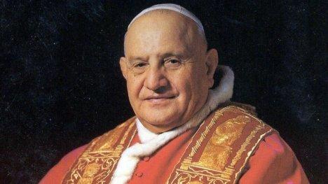 Juan XXIII, de nombre secular Angelo Giuseppe Roncalli, fue el papa número 261 de la Iglesia católica entre 1958 y 1963. En su dilatada labor apostólica, ocupó varios cargos de relevancia en la Iglesia católica en el período de preguerra. Nació en Lombardía (Italia) el 25 de noviembre de 1881. Fue el cuarto hijo de un total de catorce del matrimonio formado por Giovanni Battista Roncalli (1854–1935) y Marianna.