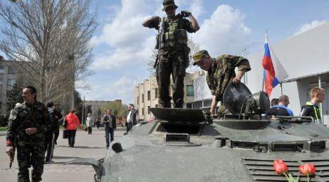 Milicias prorrusas se apoderan de varios blindados del Ejército ucraniano.