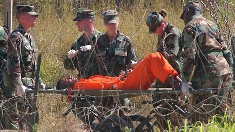 En la prisión de Guantánamo los maltratos a los reos no tienen calificación alguna.  Incluso son conocidas las técnicas del submarino aplicada a los reos por oficiales de la CIA. ¿Y qué pasa?  Nada.  El Imperio norteamericano sigue siendo el CAMPEÓN MUNDIAL DE LOS DERECHOS HUMANOS. Pero no es capaz de incluirse en su propia lista de los peores violadores de los derechos humanos.
