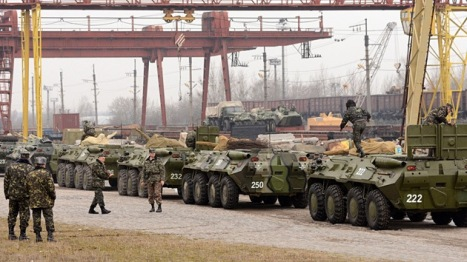 El ejército ucraniano hace preparativos de guerra. Foto: AFP Yuriy Dyachyshyn.