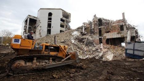 REUTERS Marko Djurica Ruinas de Belgrado, noviembre 2010. ¿Alguien la ha preguntado a la OTAN ¿Cuántos niños, mujeres y ancianos mató en este edificio?