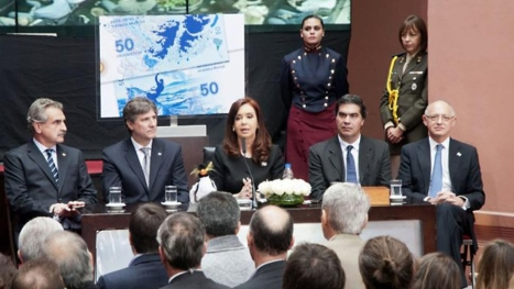 La presidenta Cristina Fernández de Kirchner denunció que las Malvinas son la mayor base militar nuclear de la OTAN en el Atlántico Sur y reclamó su devolución a la Argentina.