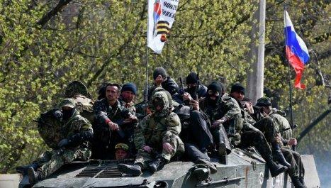 Los partidarios de la federalización de Ucrania en Slaviansk. Foto: REUTERS/ Gleb Garanich.