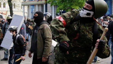 Neonazis del Maidán atacando a la población rusoparlante en Odessa, sur de Ucrania.