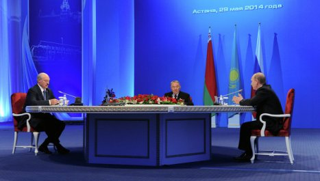 Alexandr Lukashenko, Nursultán Nazarbáiev y Vladímir Putin. Foto: © RIA Novosti. Mikhail Klimentiev.