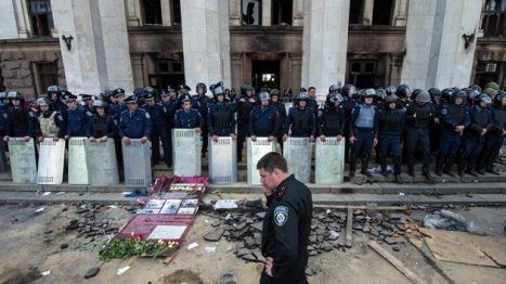 Así quedó la Casa de los Sindicatos de Odessa, donde murieron quemadas 46 rusoparlantes acorralados en esa edificición por los neonazis del Maidán, quienes tiraron contra esa sede cócteles Molotov.  Foto: © AFP DMITRY SEREBRYAKOV.