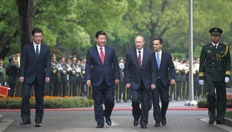 Xi Jinping, y Vladimir Putin el martes 20 de mayo en la ciudad de Shanghai, China.