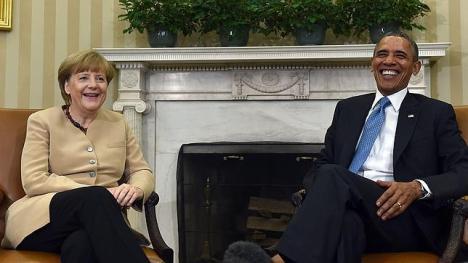 La canciller alemana y el presidente estadounidense, hoy sábado, en el Despacho Oval de la Casa Blanca. Foto: AFP.