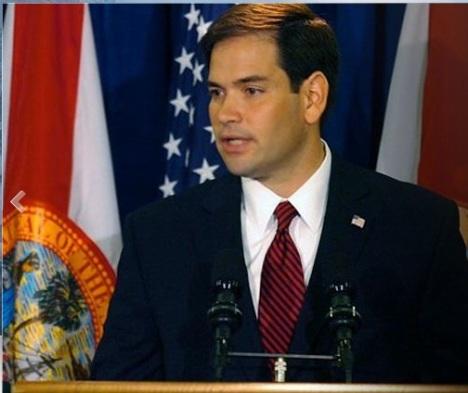 Sin embargo el senador republicano Marcos Rubio, de origen cubano, aprovechó la ocasión para tirarle algunas piedras a la ex primera dama e ir asegurando su camino