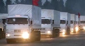 Una columna de 280 camiones Kamaz con más de 2.000 toneladas de ayuda humanitaria salió de las afueras de Moscú hacia el este de Ucrania. La ayuda humanitaria fue entregada a sus destinatarios sin poderlo impedir Kiev.