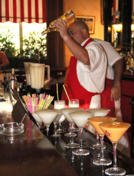 3.-Floridita 23: Fiel a la filosofía del catalán Constantino Ribalaigua y Vert, este afamado bar ofrece 17 tipos diferentes de daiquiri, de elaboración única.