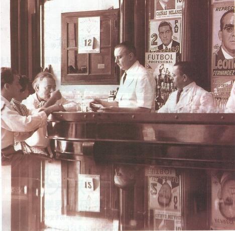 El autor de la novela El viejo y el mar hizo del Floridita su segunda casa en La Habana y a trajo a muchas de las estrellas de Hollywood al lugar. Foto archivo.