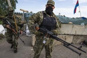 Milicianos ucranianos de origen ruso defiende su tierra natal de los fascistas que gobiernan Kiev, que recibe apoyo de EE.UU. y la Unión Europea.