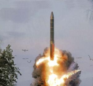 El mísil táctico rusoTopol-M en despegue. Esa arma de alcance intercontinental no tiene equivalente en el mundo Foto: revista Militar Rusa / Ria Novosti.